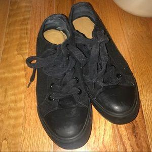 Shoes - Slip resistant shoes